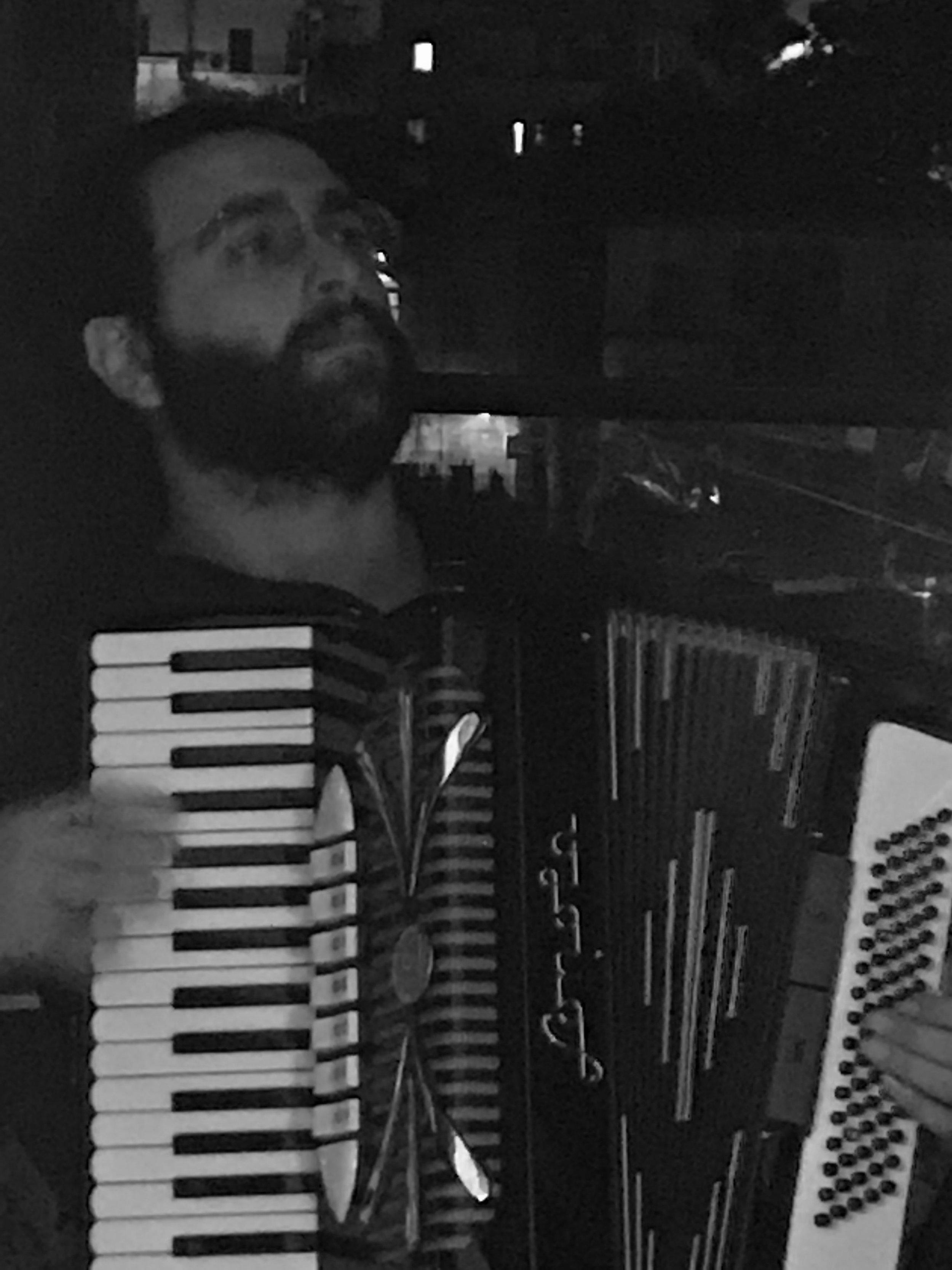 Samah Boulmona playing at remomero