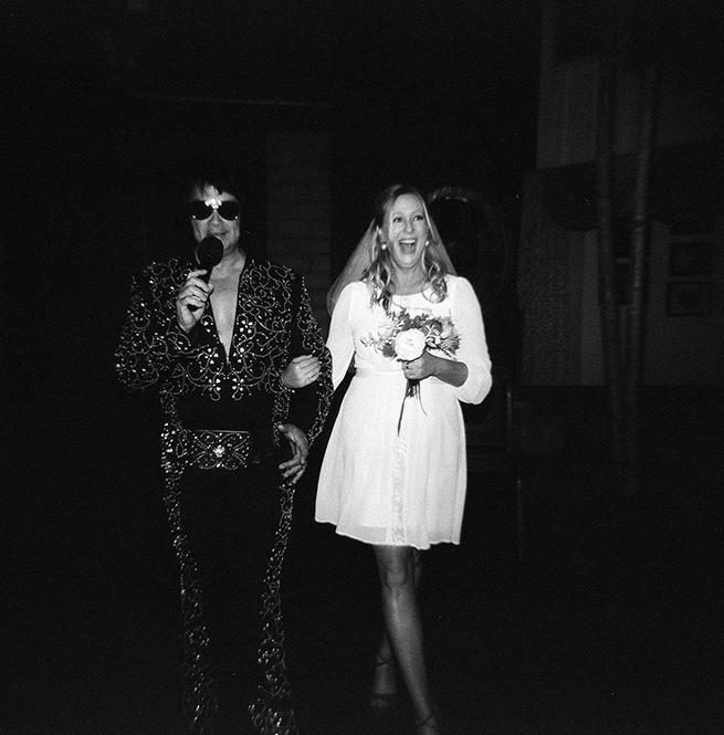 8-elvis-walks-bride-down-aisle.jpg