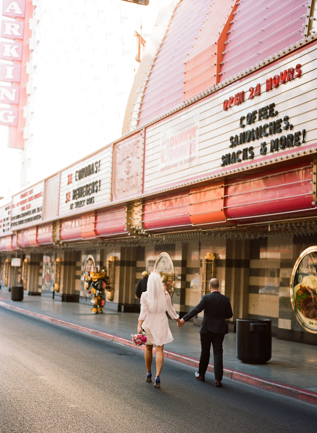19-bride-groom-walk-fremont-street.jpg