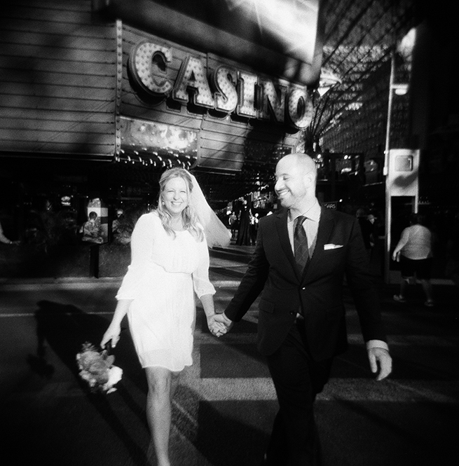 29-bride-groom-casino-waling-crossing-street.jpg