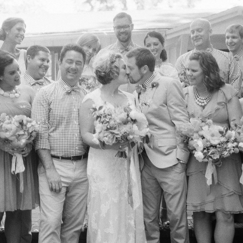 13-vintage-bride-groom-kiss.jpg