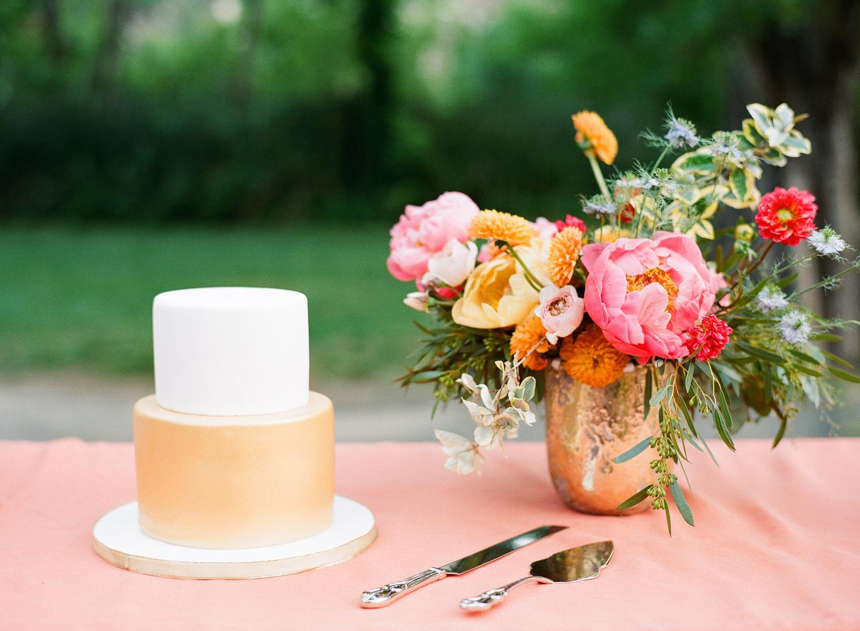 54-gold-wedding-cake.jpg