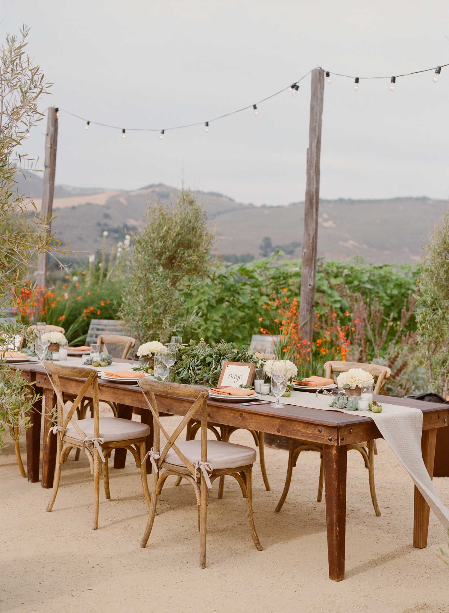 26-rustic-masculine-tablescape.jpg
