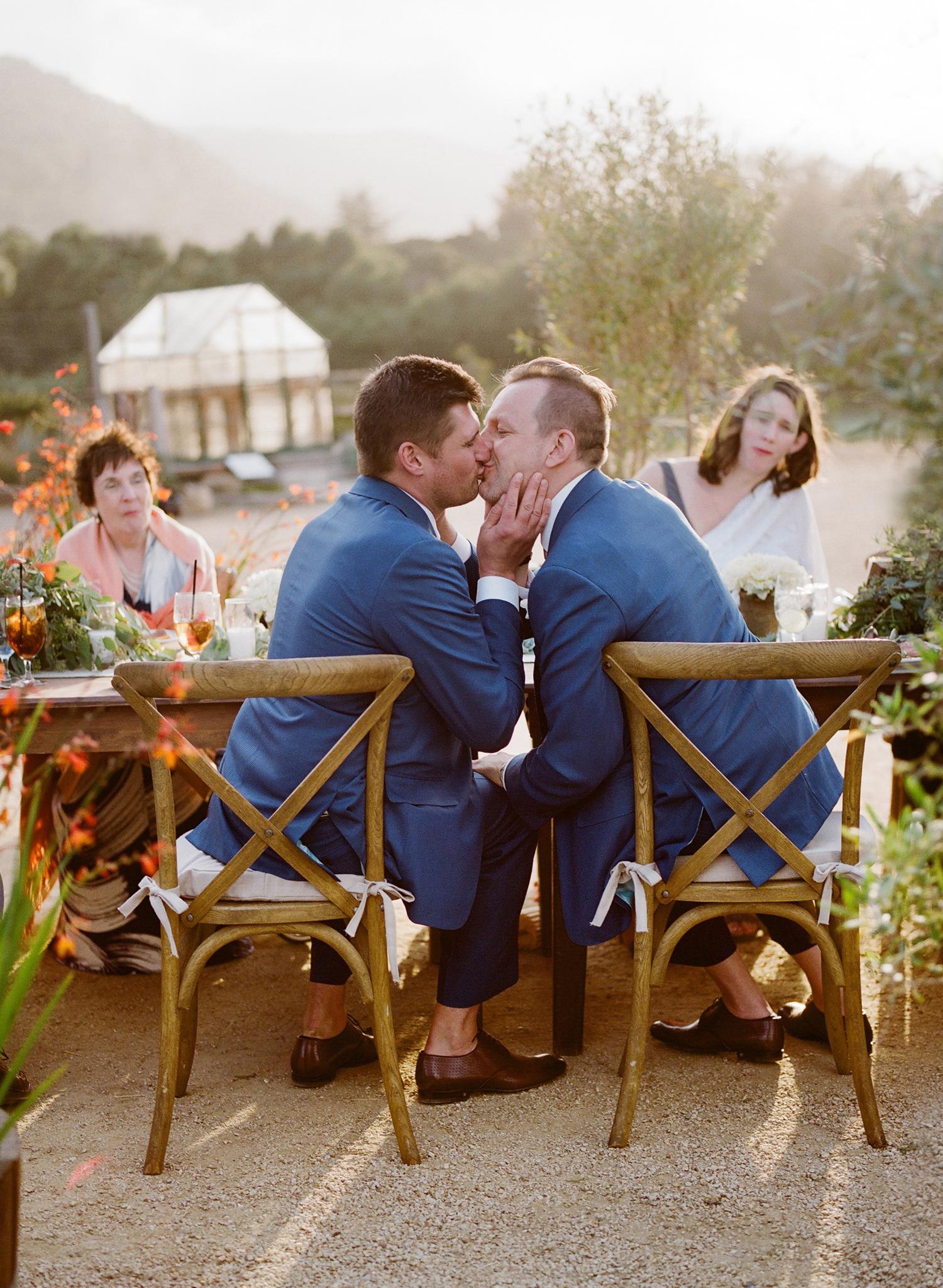 42-grooms-kissing-dinner.jpg
