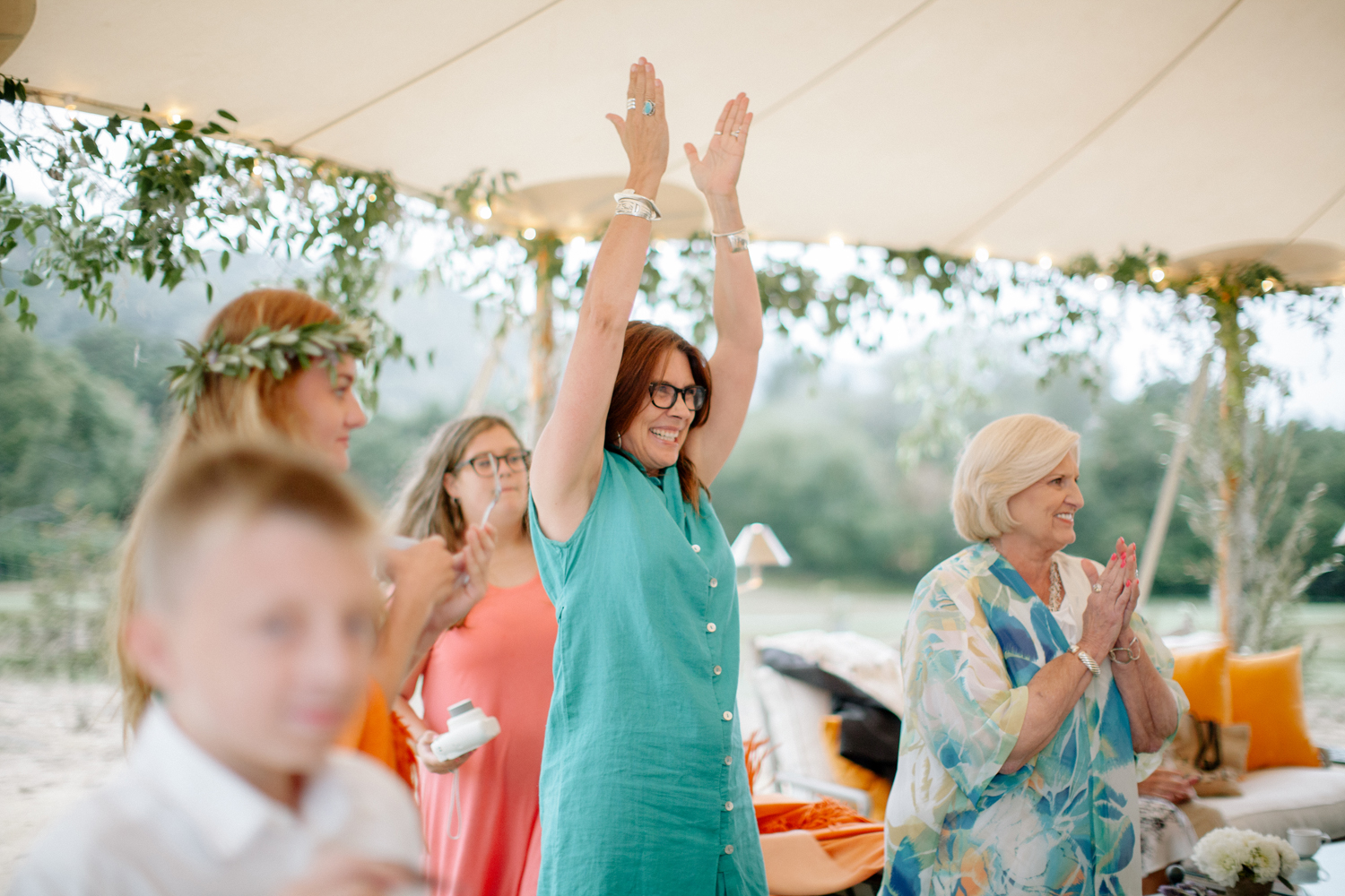 44-wedding-guest-laughter.jpg