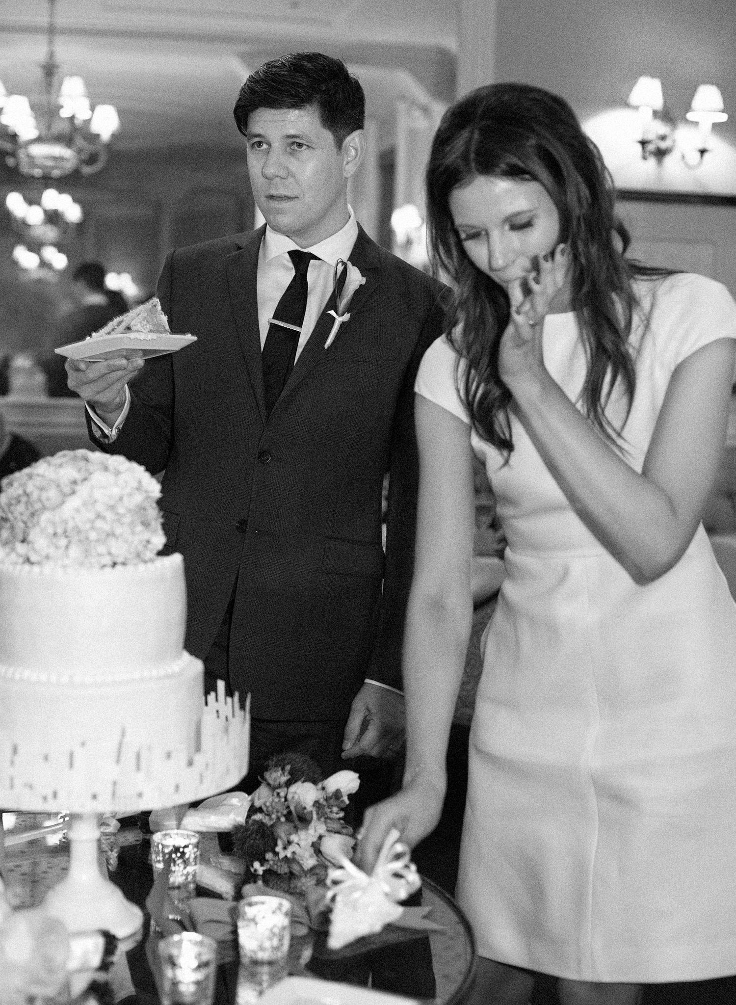 39-funny-cake-cutting.jpg