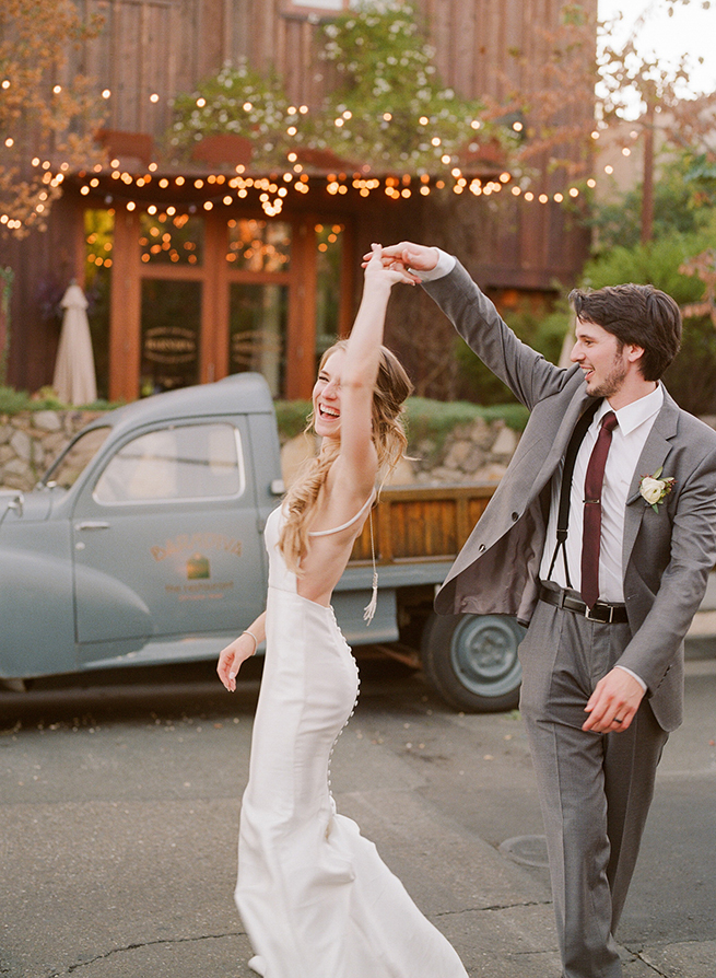 18-100-bride-groom-dancing-street.jpg