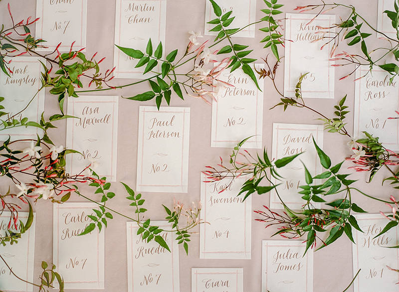 15-calligraphy-jasmine-vine-escort-cards.jpg