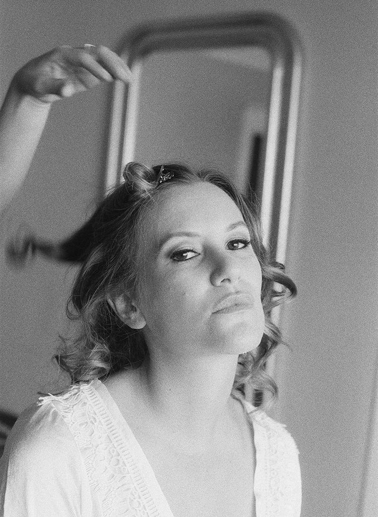 13-sassy-bride-getting-ready.jpg