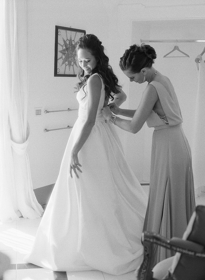 4-bride-getting-read-black-white.jpg