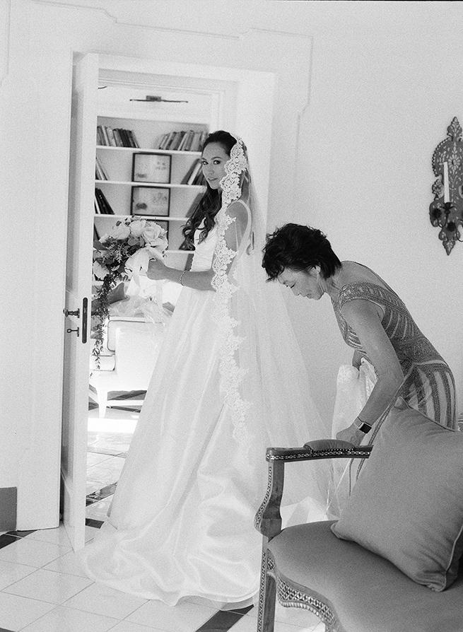15-bride-mom-getting-ready.jpg