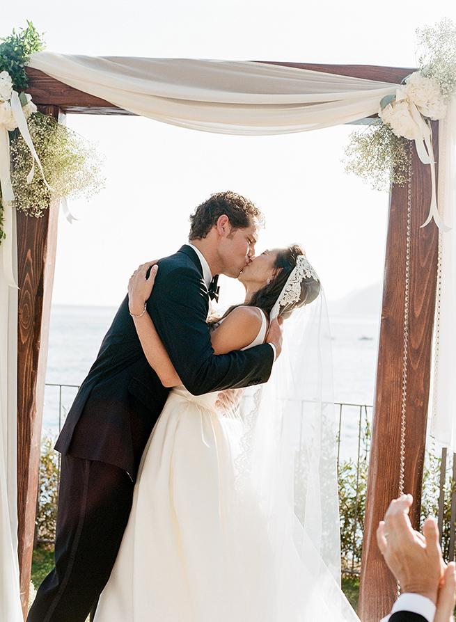 20-bride-groom-kiss-wedding.jpg