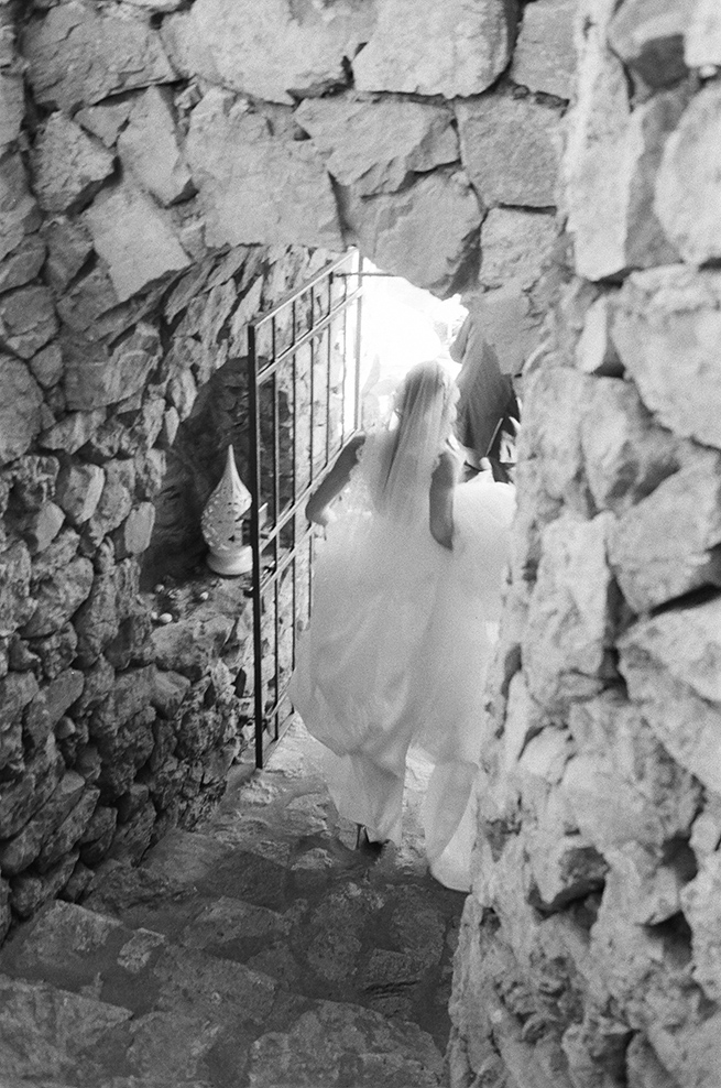 23-bride-rocks-italy.jpg