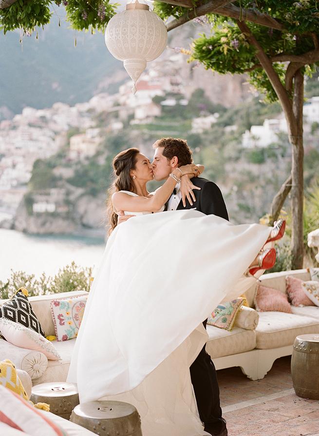 27-bride-groom-kiss-positano.jpg