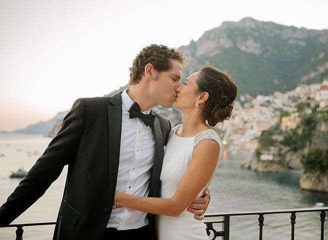 39-couple-kiss-villa-treville.jpg