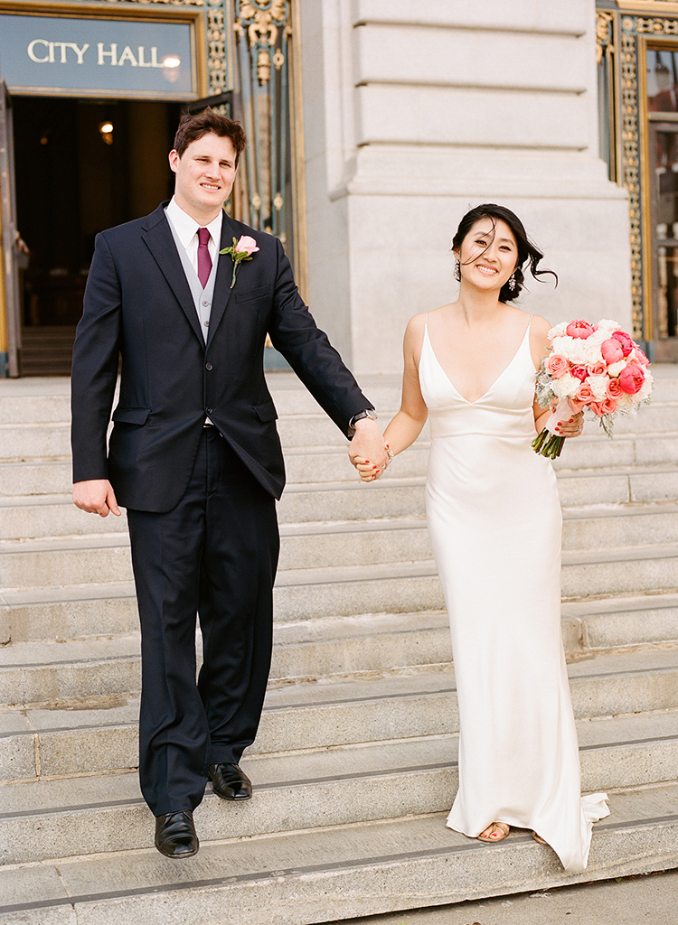 13-bride-groom-steps-sf-city-hall.jpg