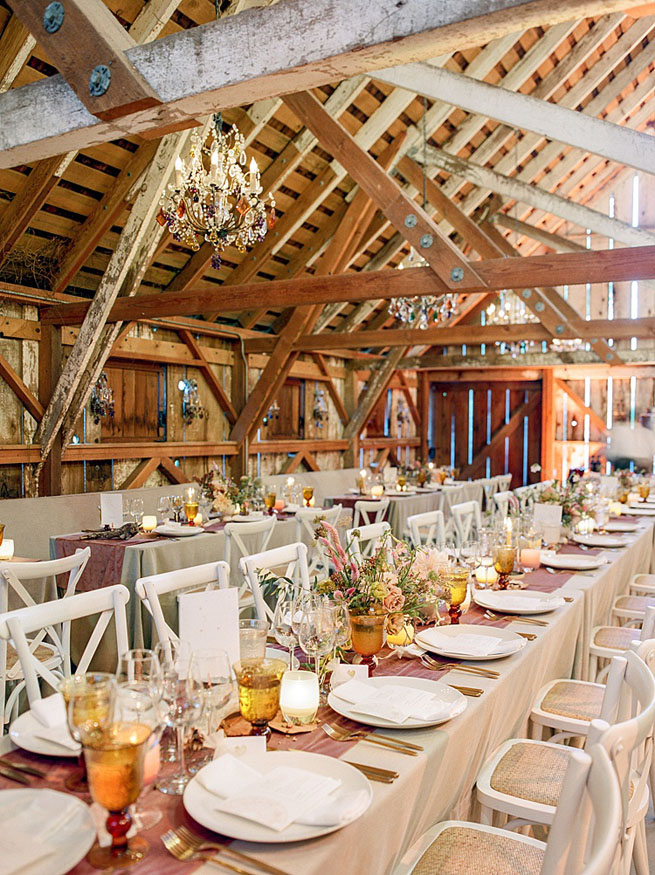 46-feminine-barn-wedding-decor.jpg