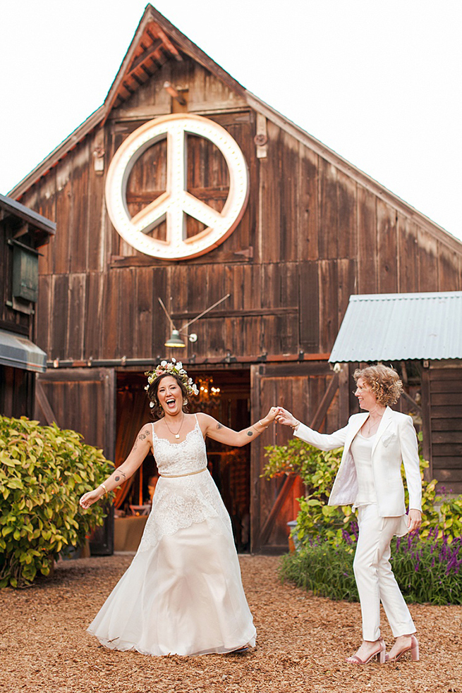51-peace-barn-brides-dancing.jpg
