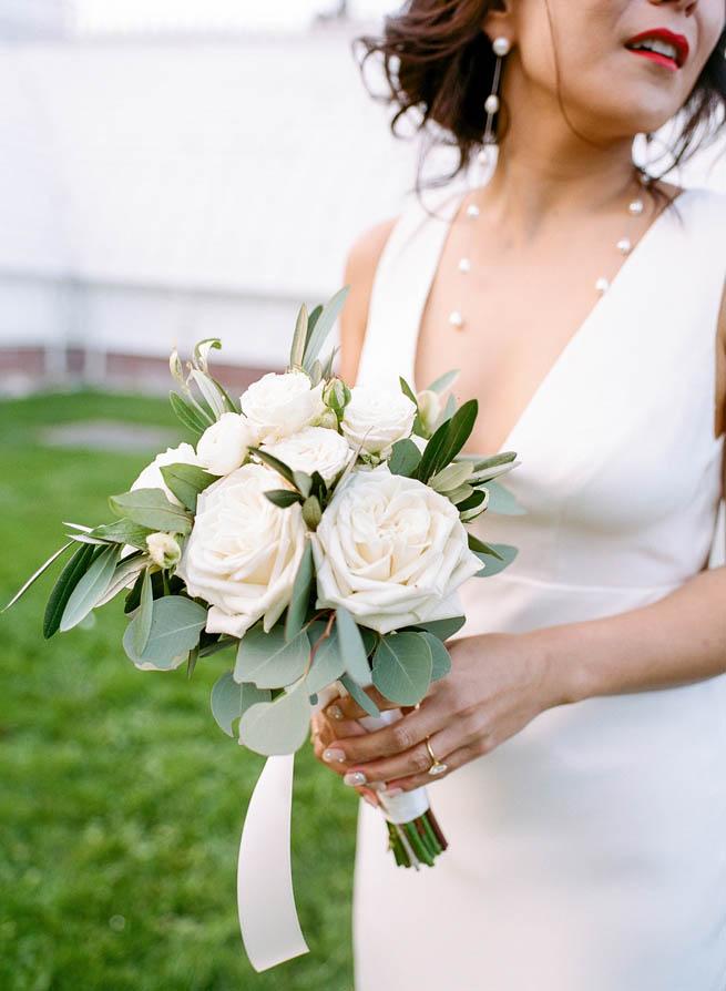 2-white-rose-bouquet.jpg