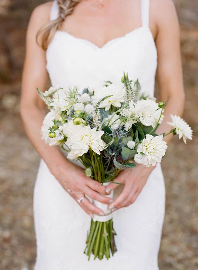 18-wild-white-bouquet.jpg