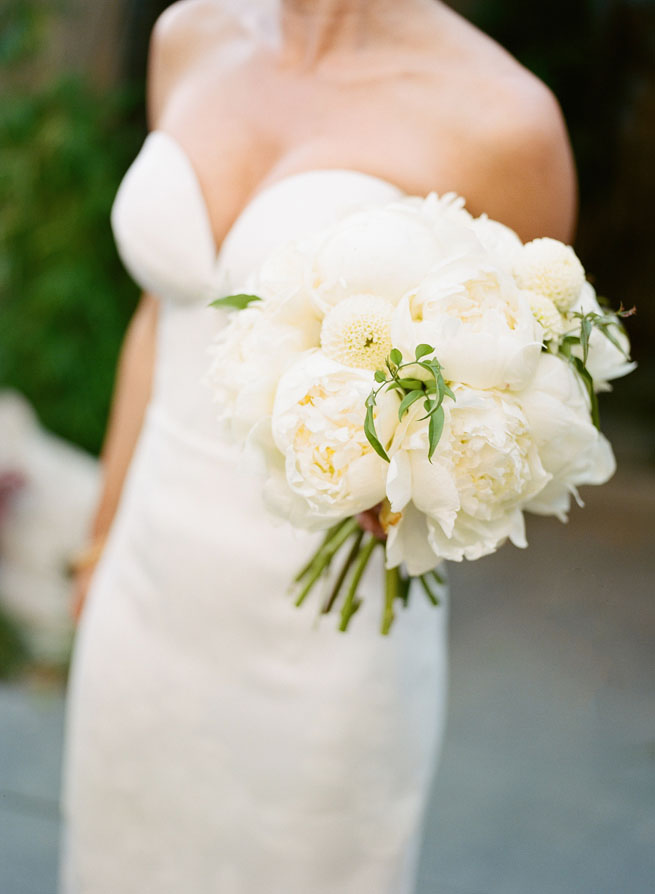 5-white-peony-bouquet.jpg