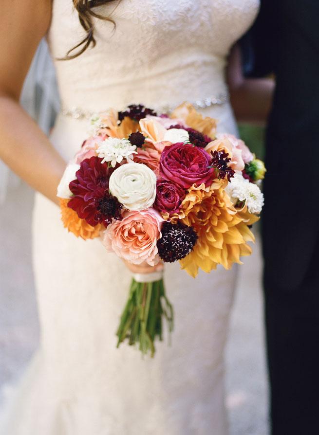 8-moody-bridal-bouquet.jpg