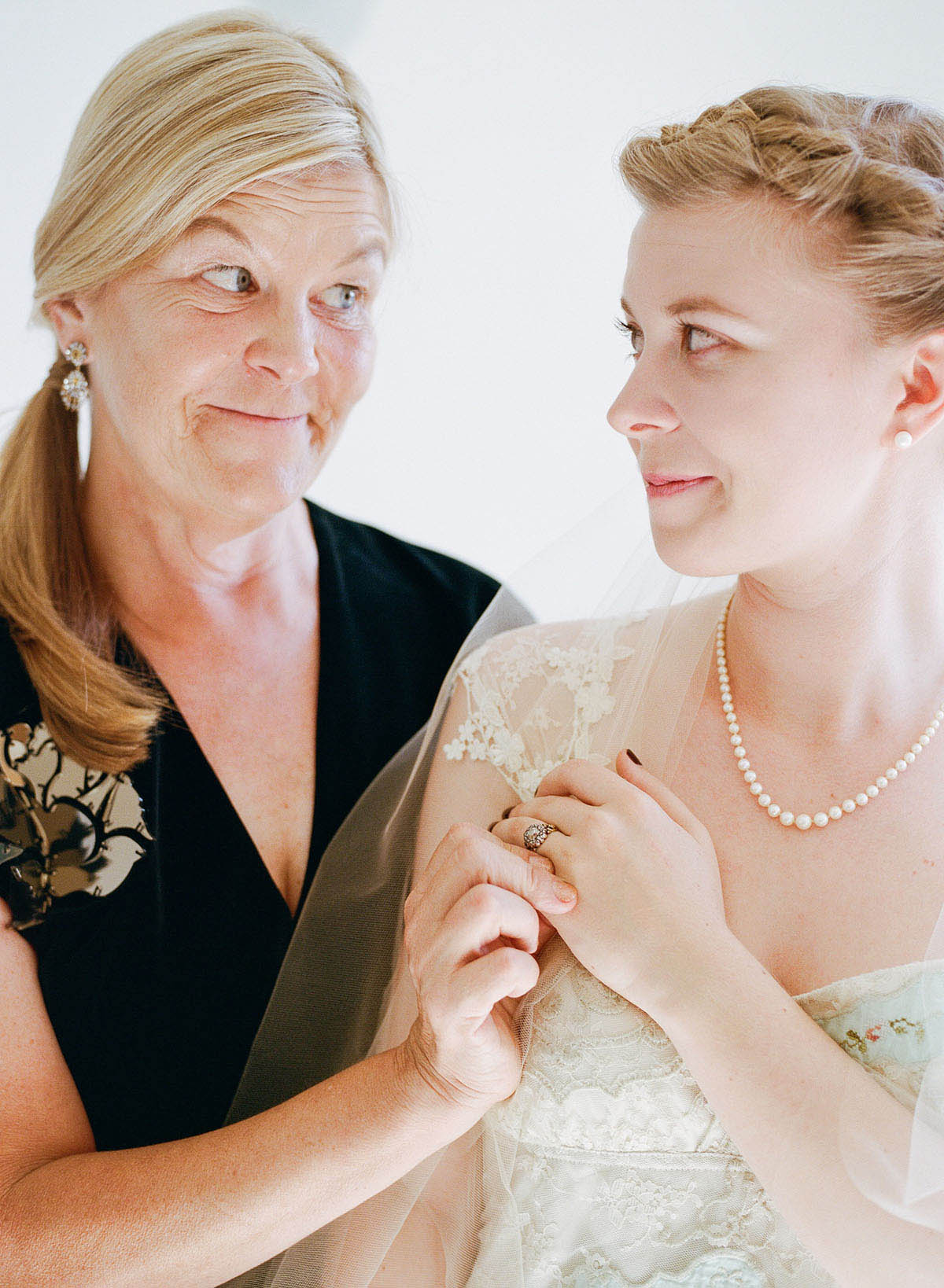 1-mom-daughter-wedding.jpg
