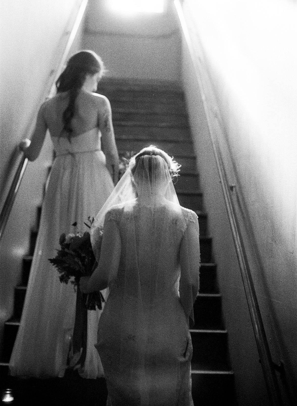 12-dramatic-candid-lesbian-wedding.jpg