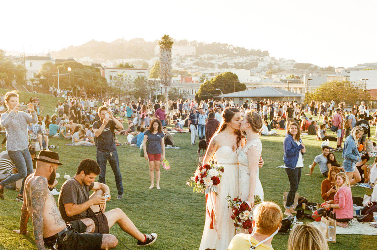 26-dolores-park-lesbian-wedding-crowd.jpg