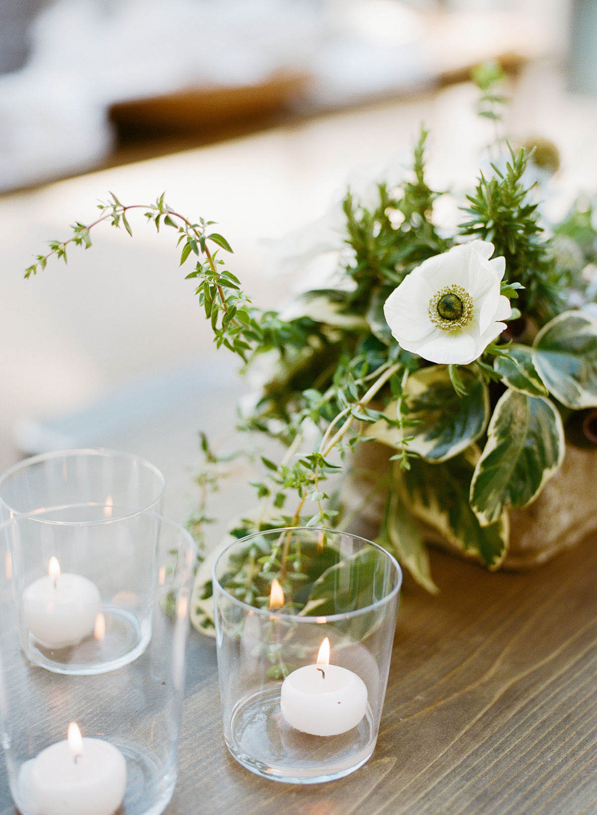 6-delicate-candle-table-decor.jpg