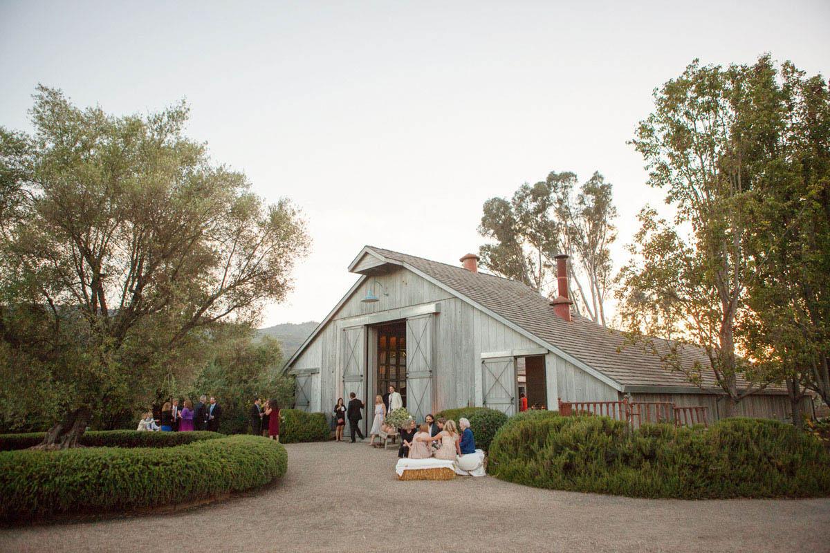 26-witt-estate-barn-wedding.jpg
