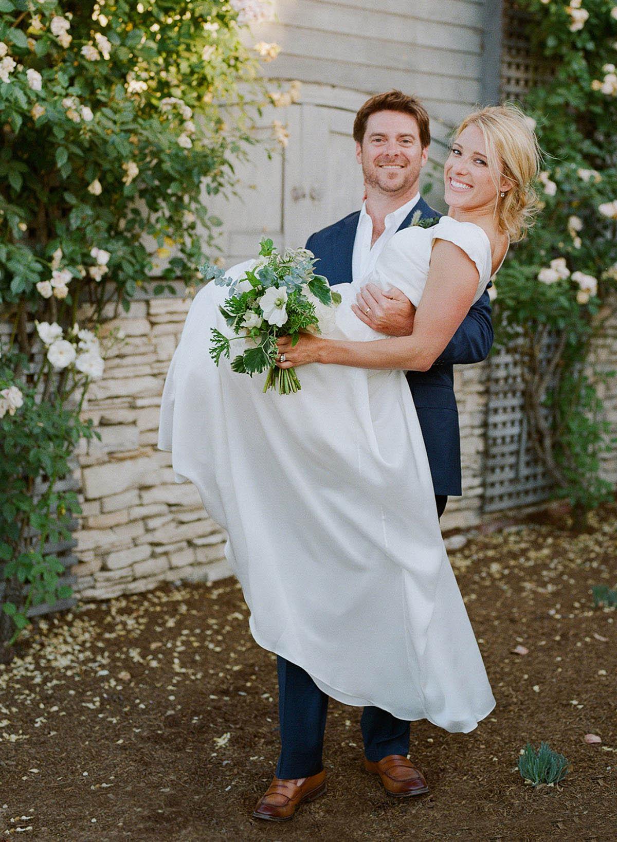 39-bride-groom-threshold-shot.jpg
