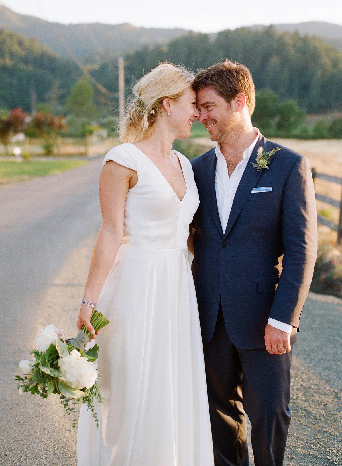 40-bride-groom-foreheads-together.jpg