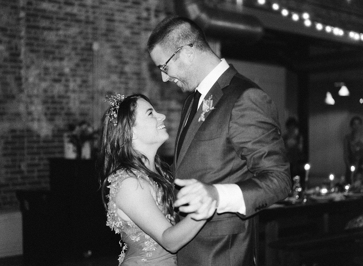 34-tall-groom-short-bride.jpg