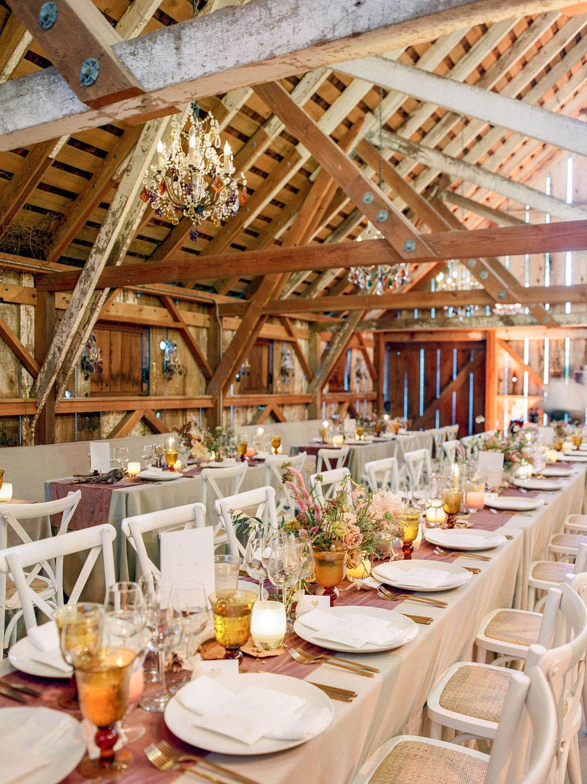 40-feminine-barn-wedding-decor.jpg