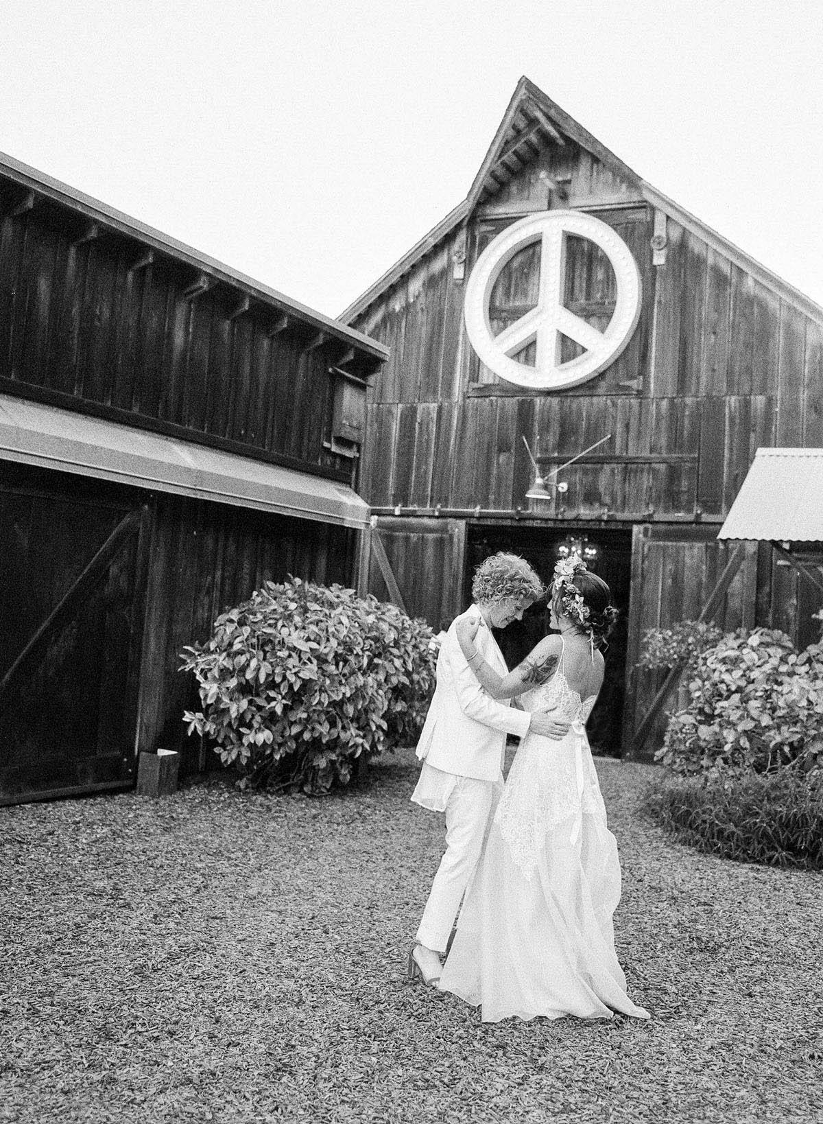 48-peace-barn-wedding.jpg