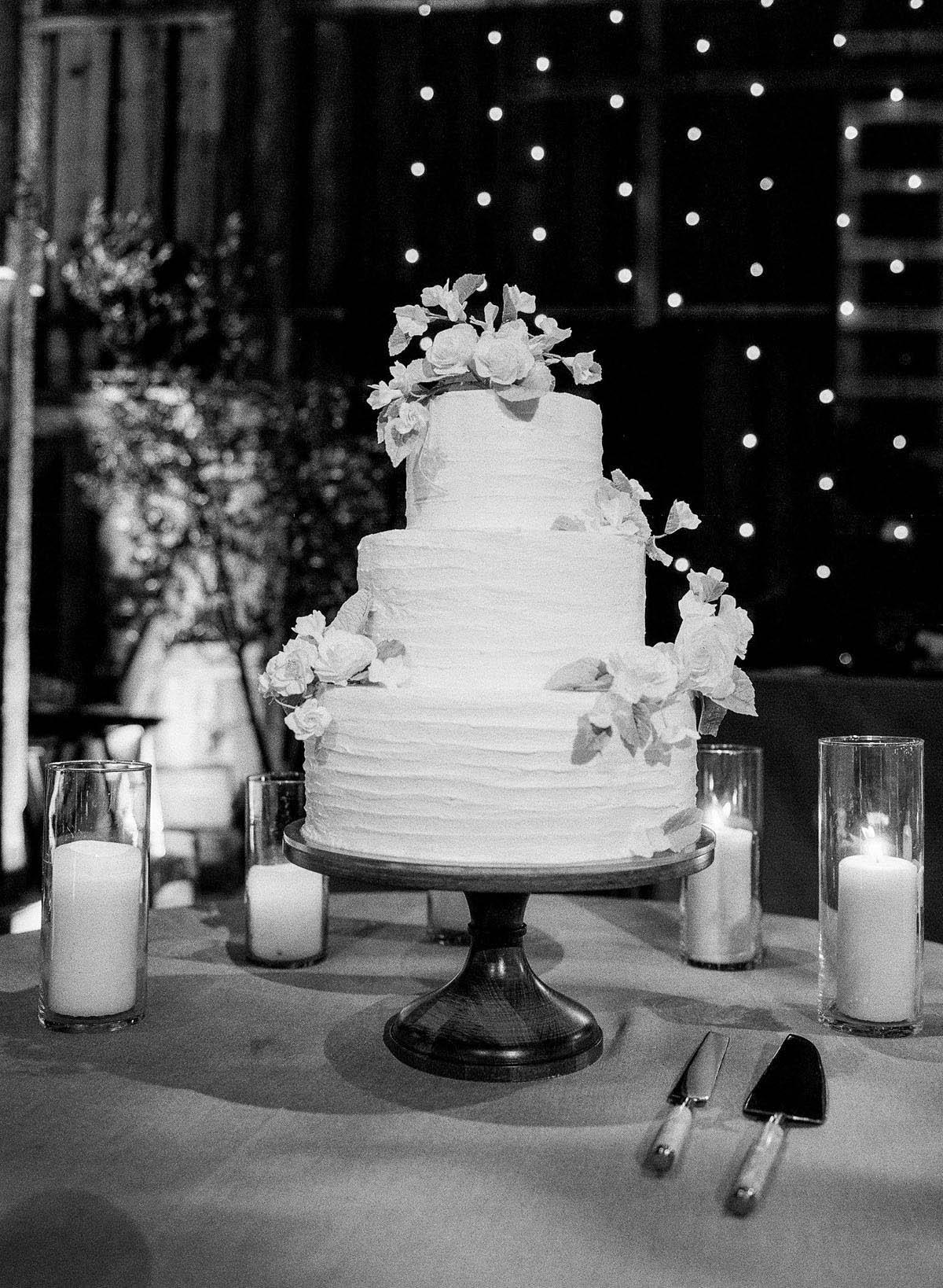 55-elegant-weddnig-cake-black-white.jpg