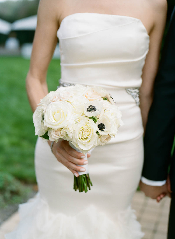 16-white-bridal-bouquet.jpg