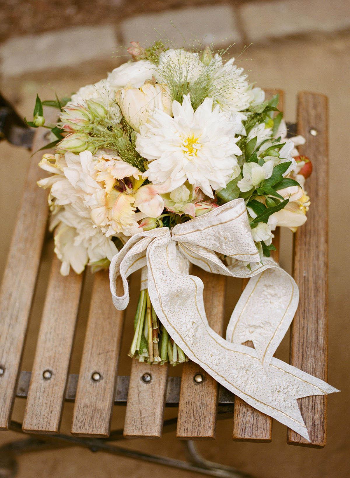 9-classic-bridal-bouquet.jpg