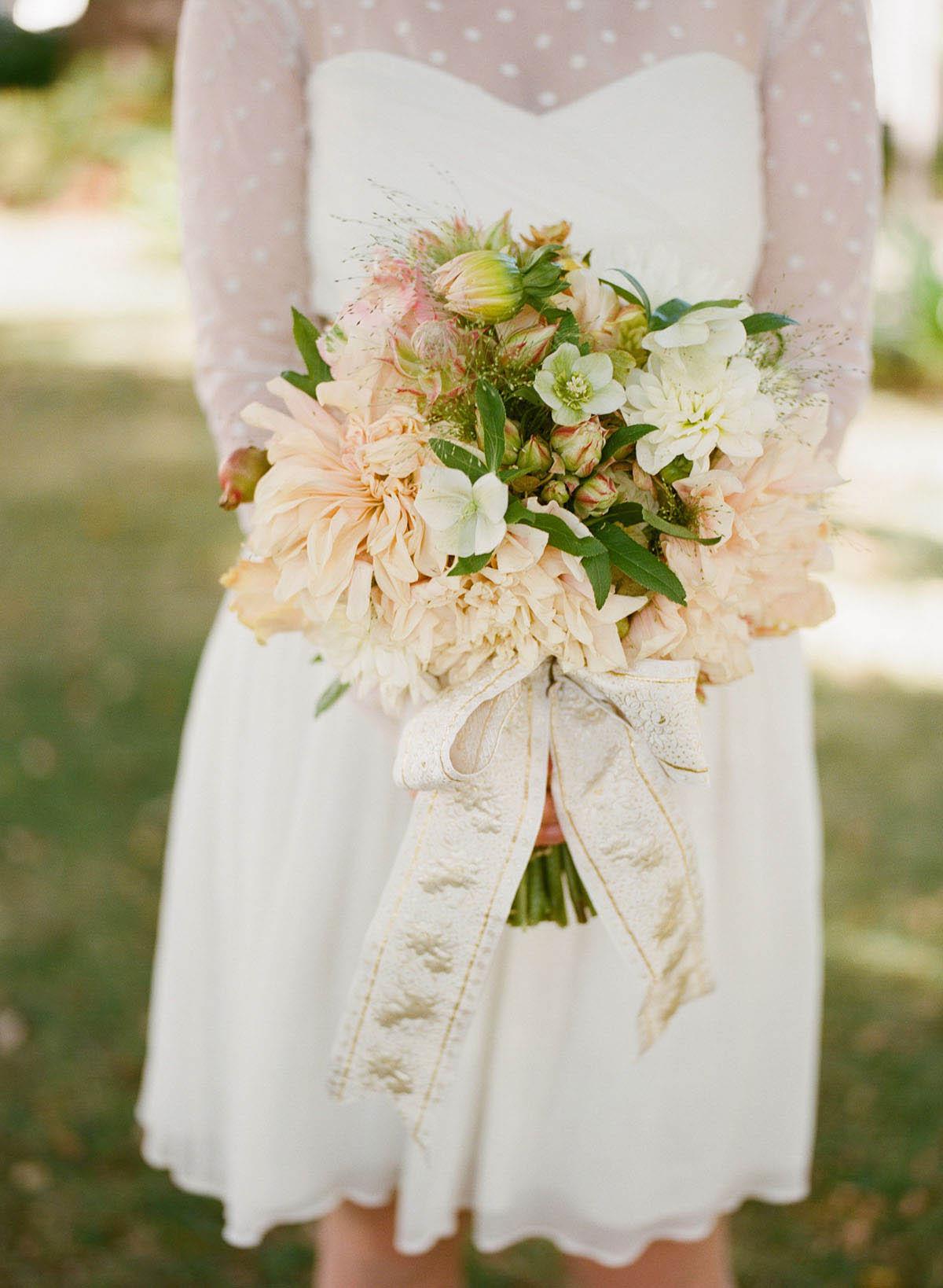 12-bride-bouquet-peach.jpg
