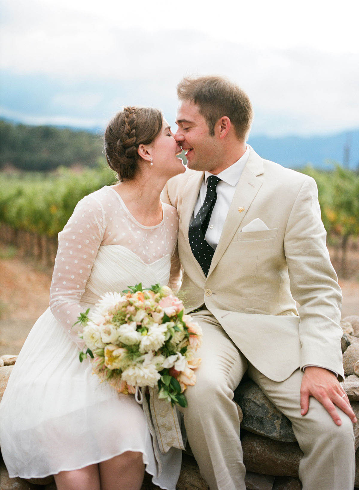 18-bride-groom-kiss.jpg