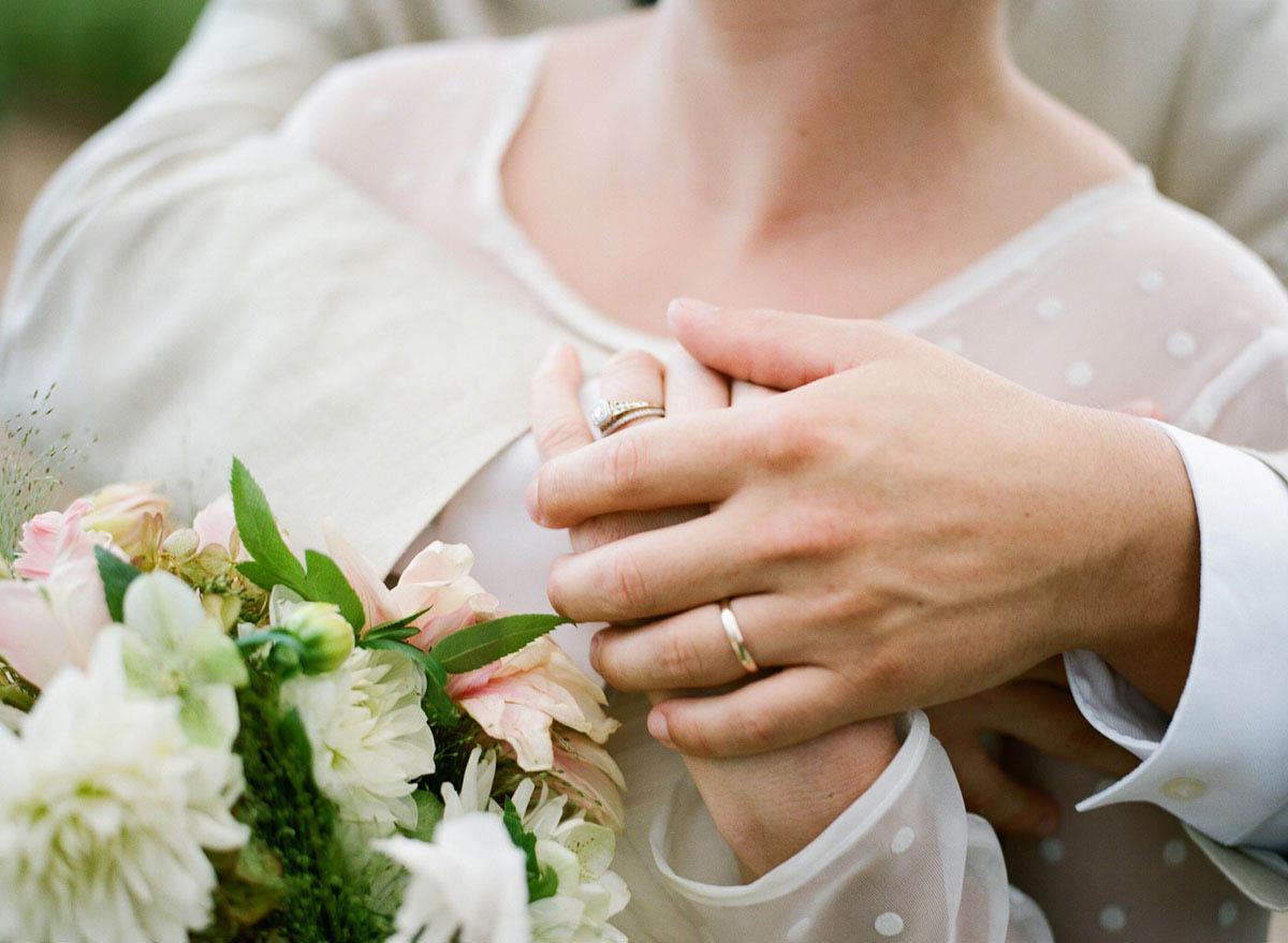 25-bride-groom-ring-closeup.jpg