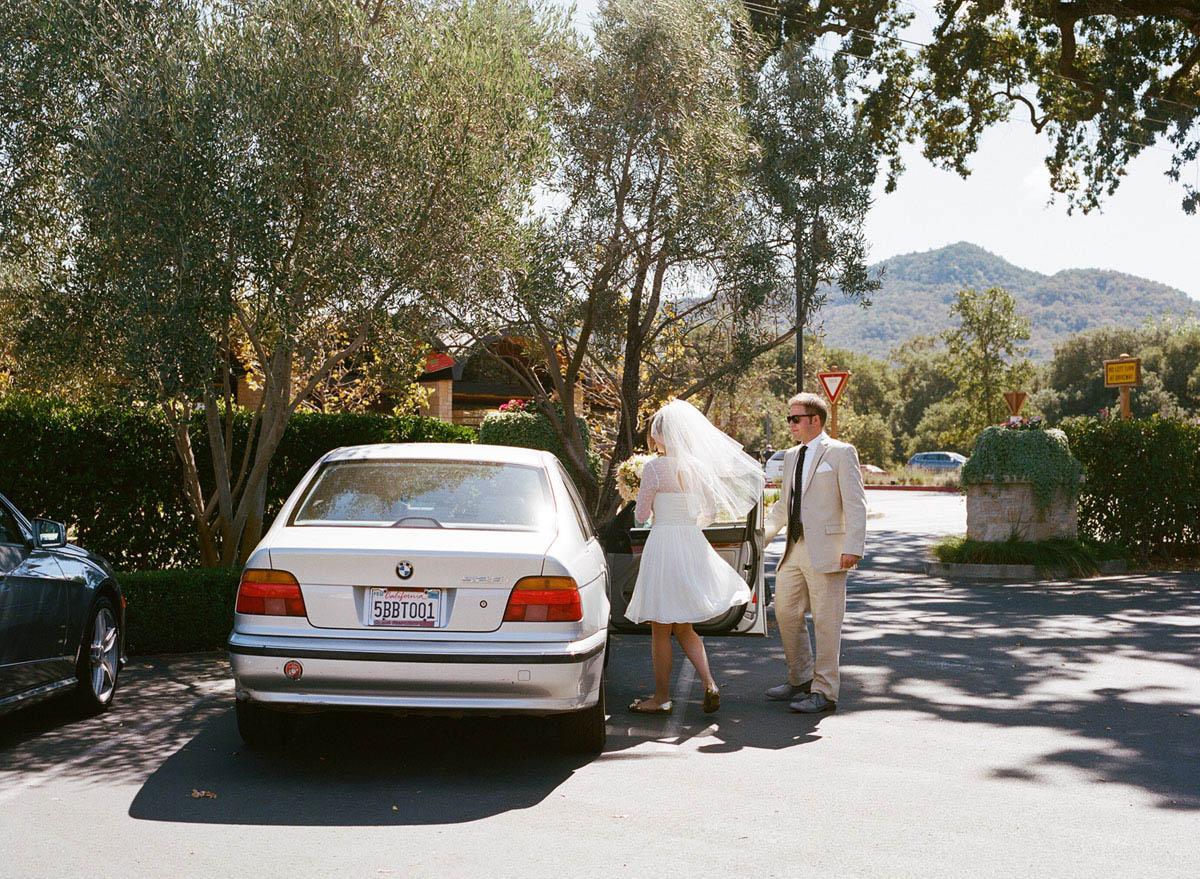26-bride-groom-vintage-bmw.jpg