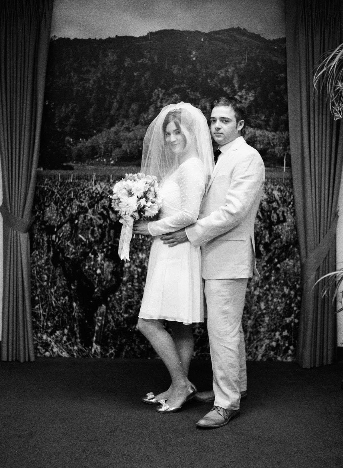 35-bride-groom-recreate-prom-pose.jpg