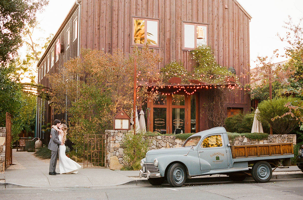 28-modern-barn-wedding-bride-groom.jpg
