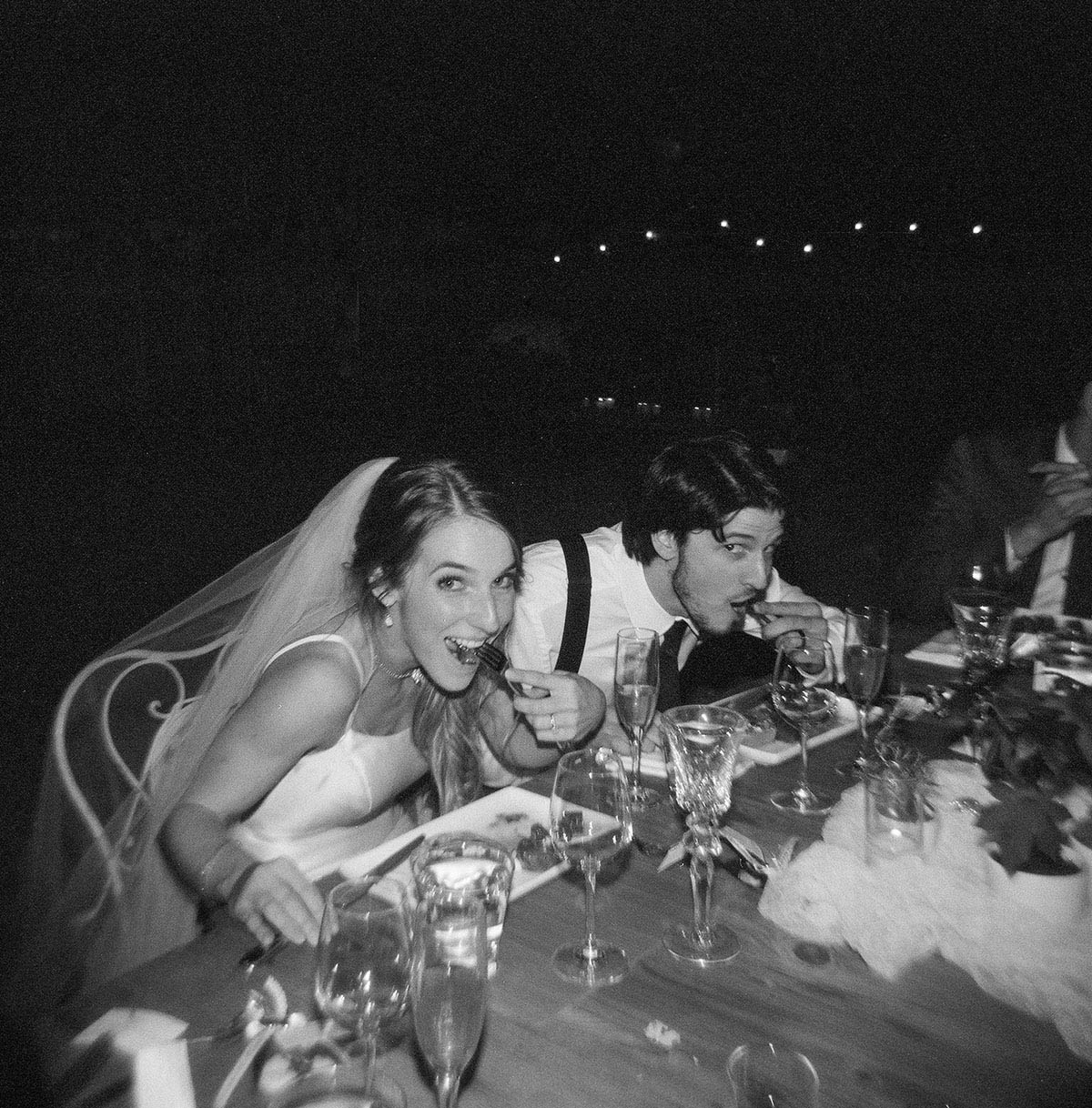 41-bride-groom-eat.jpg