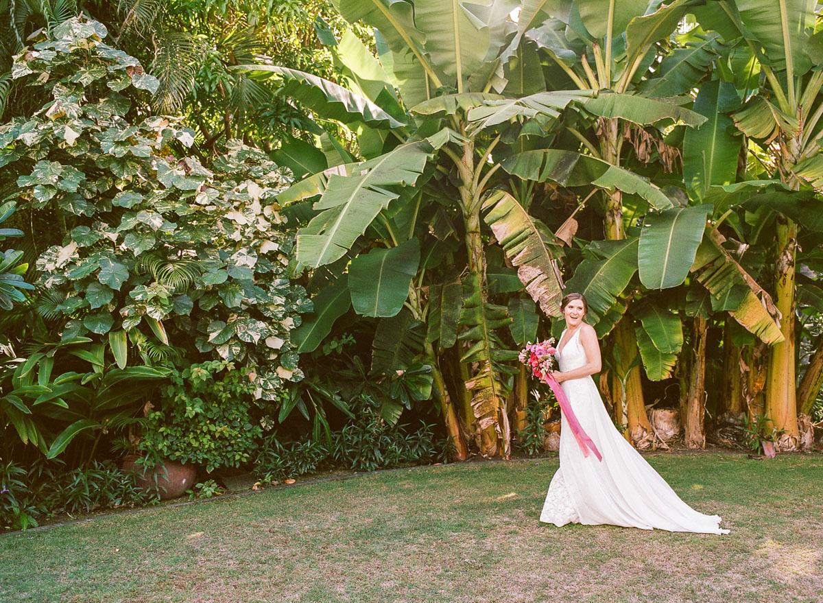 15-bride-banana-leaf.jpg