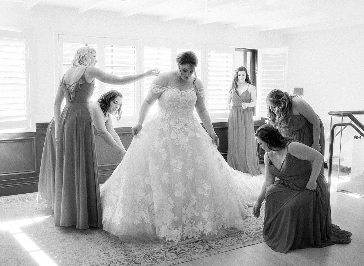 5-bride-getting-ready-ines-di-santo.jpg