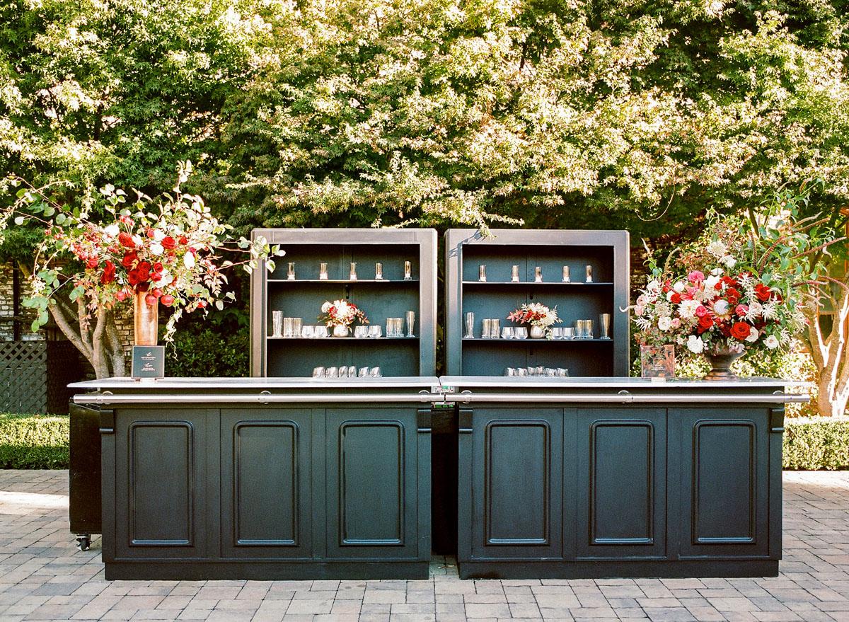 40-elegant-black-bar-wedding.jpg
