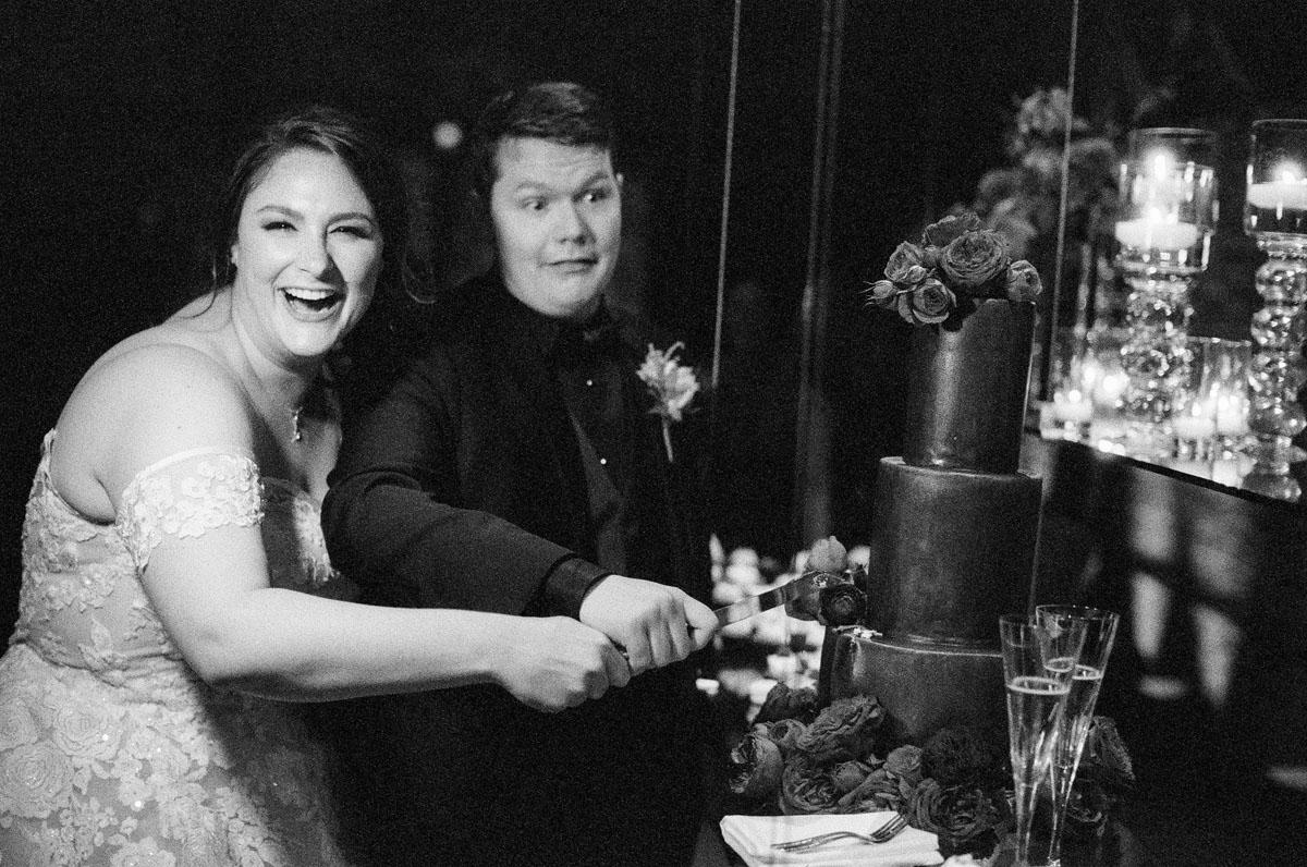 65-silly-cake-cutting-wedding.jpg